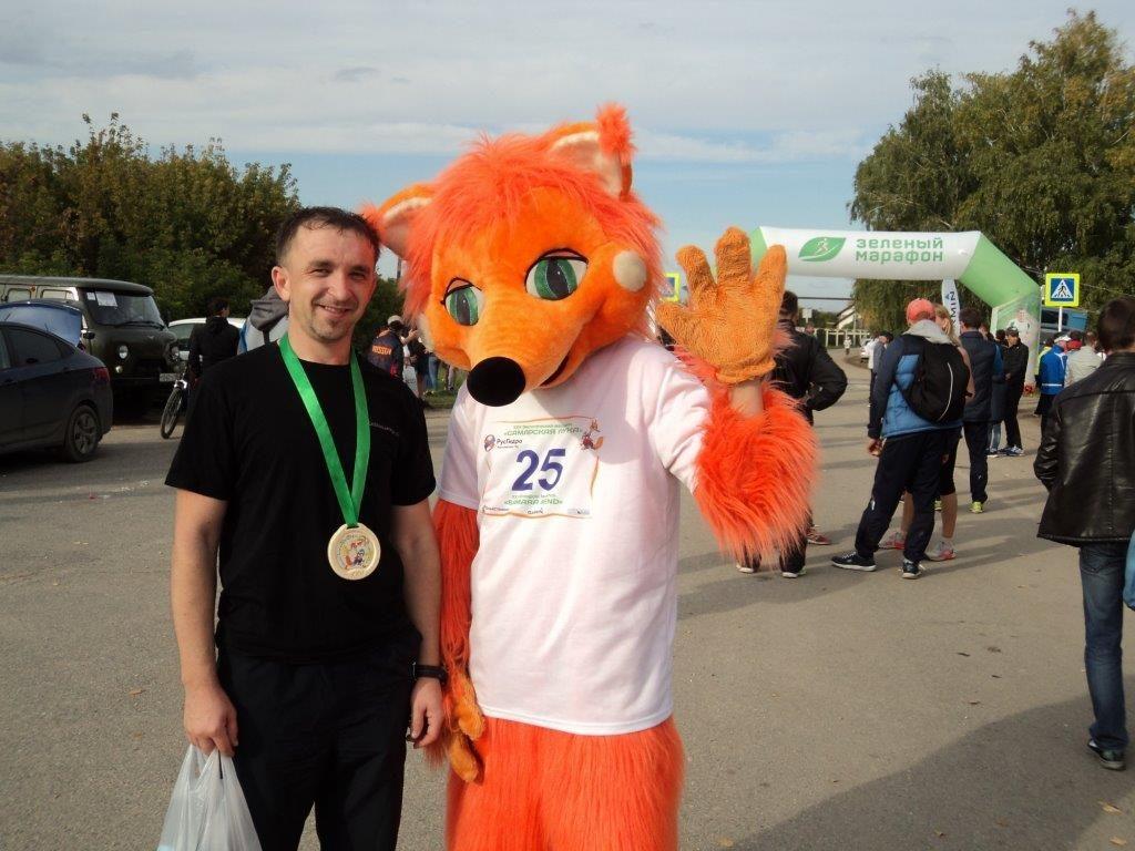 Фото с символом марафона - лисицей.