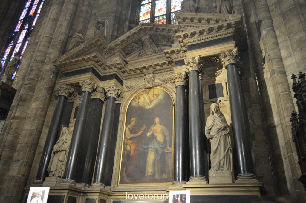 Внутреннее убранство собора Дуомо в Милане