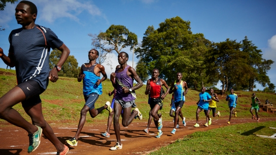 атлеты, выполняющие кросс
