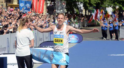 Гален Рапп Финиширует первым на Пражском марафоне с улучшенным личным рекордом