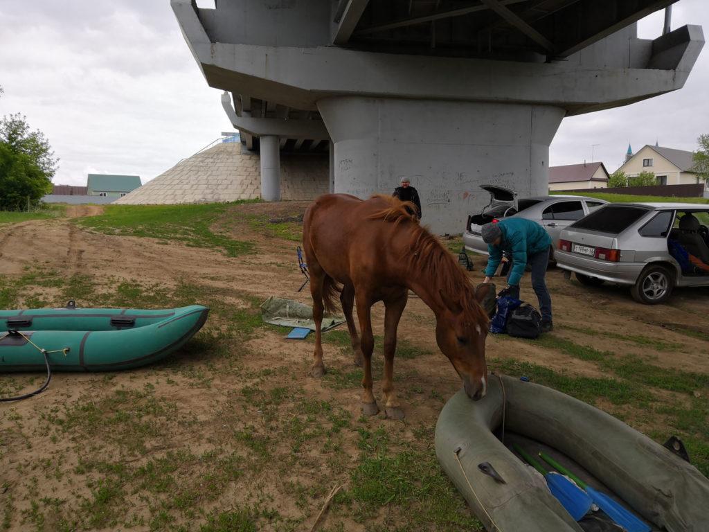 Подготовка к сплаву, надуваем лодки