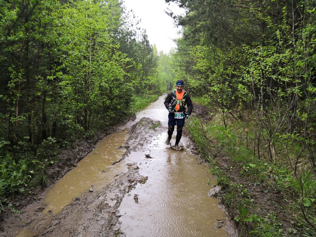 бег по грязи и лужам